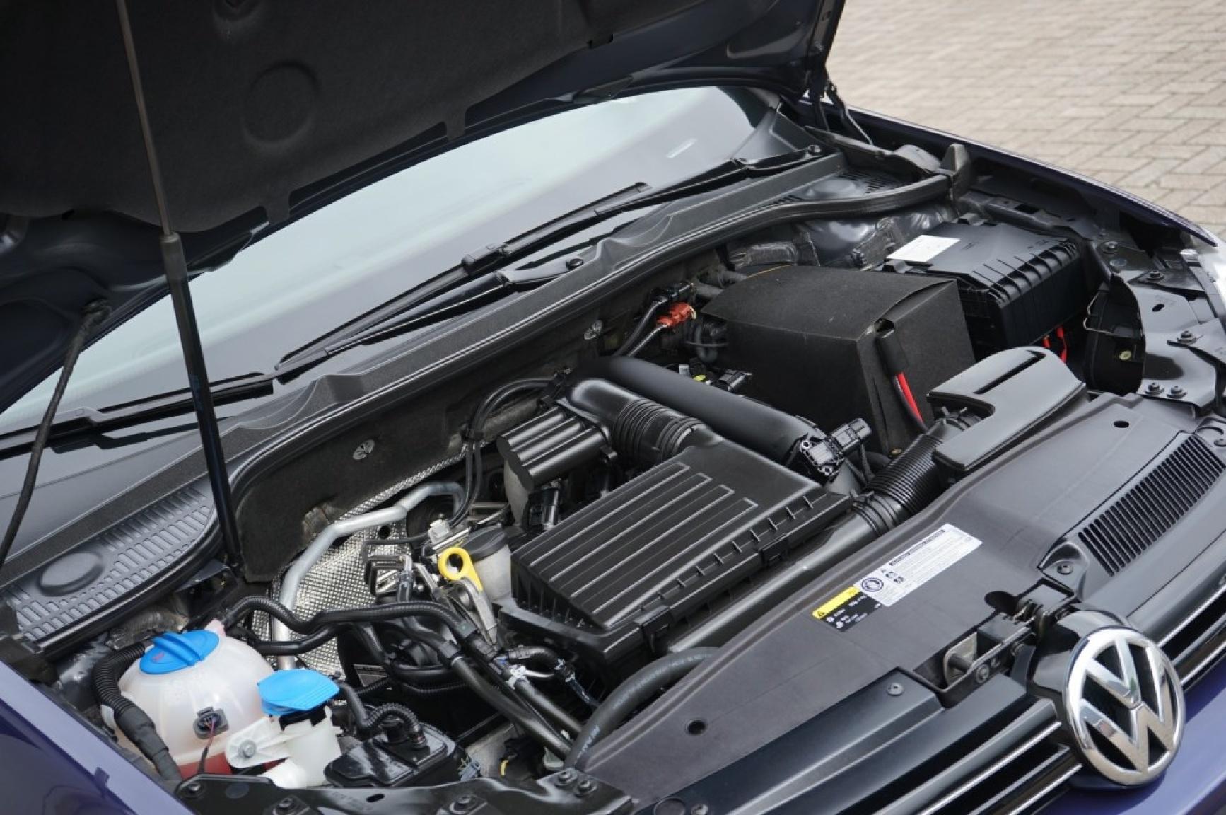 Volkswagen-Golf-42