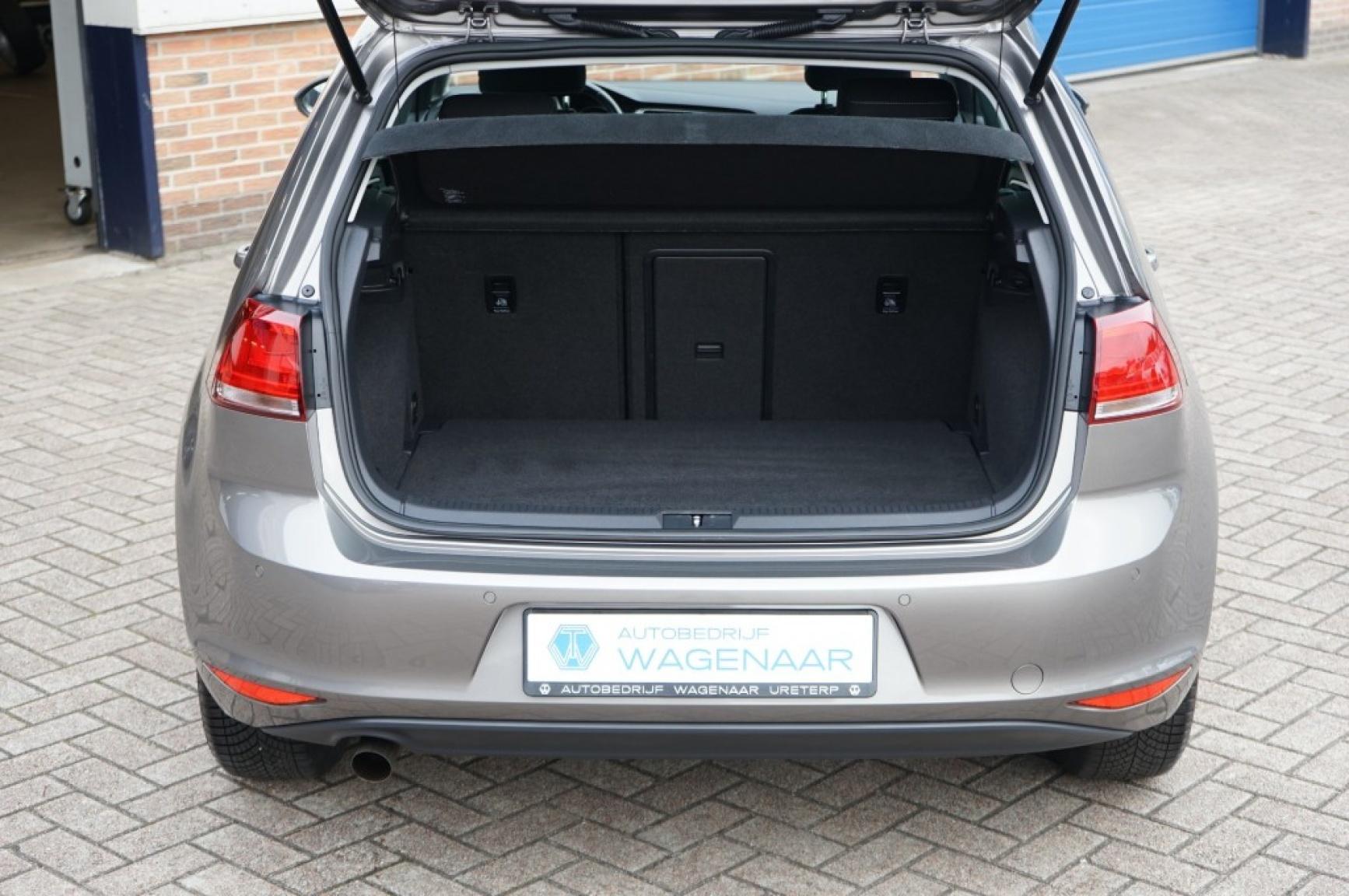 Volkswagen-Golf-38