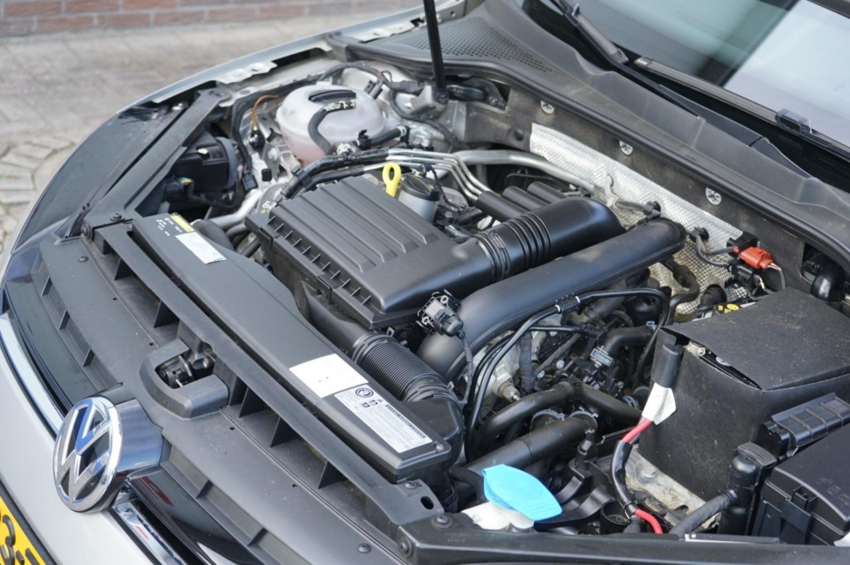Volkswagen-Golf-44