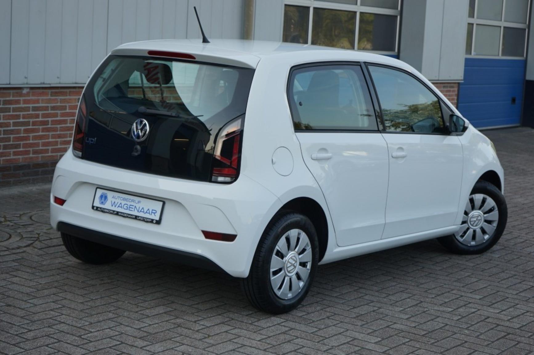 Volkswagen-Up-28
