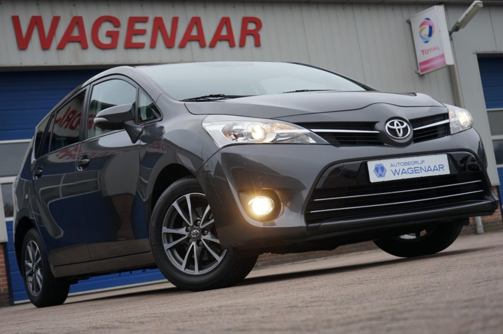 Toyota-Verso-0
