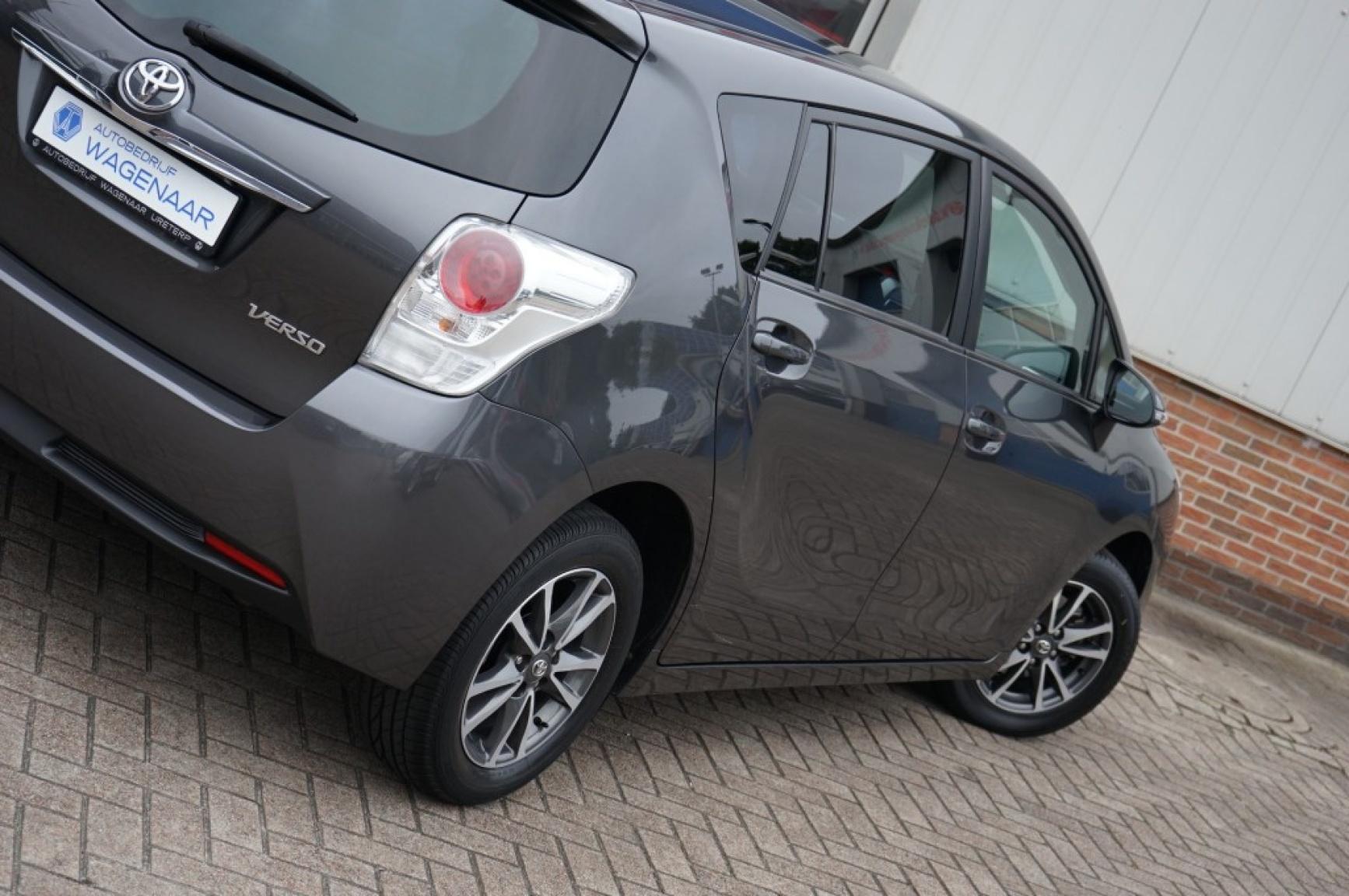 Toyota-Verso-48