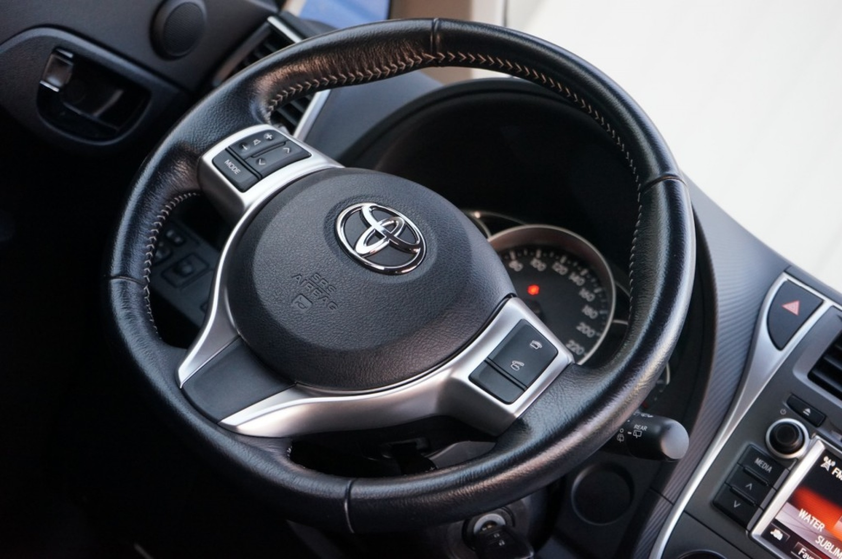 Toyota-Verso-s-17