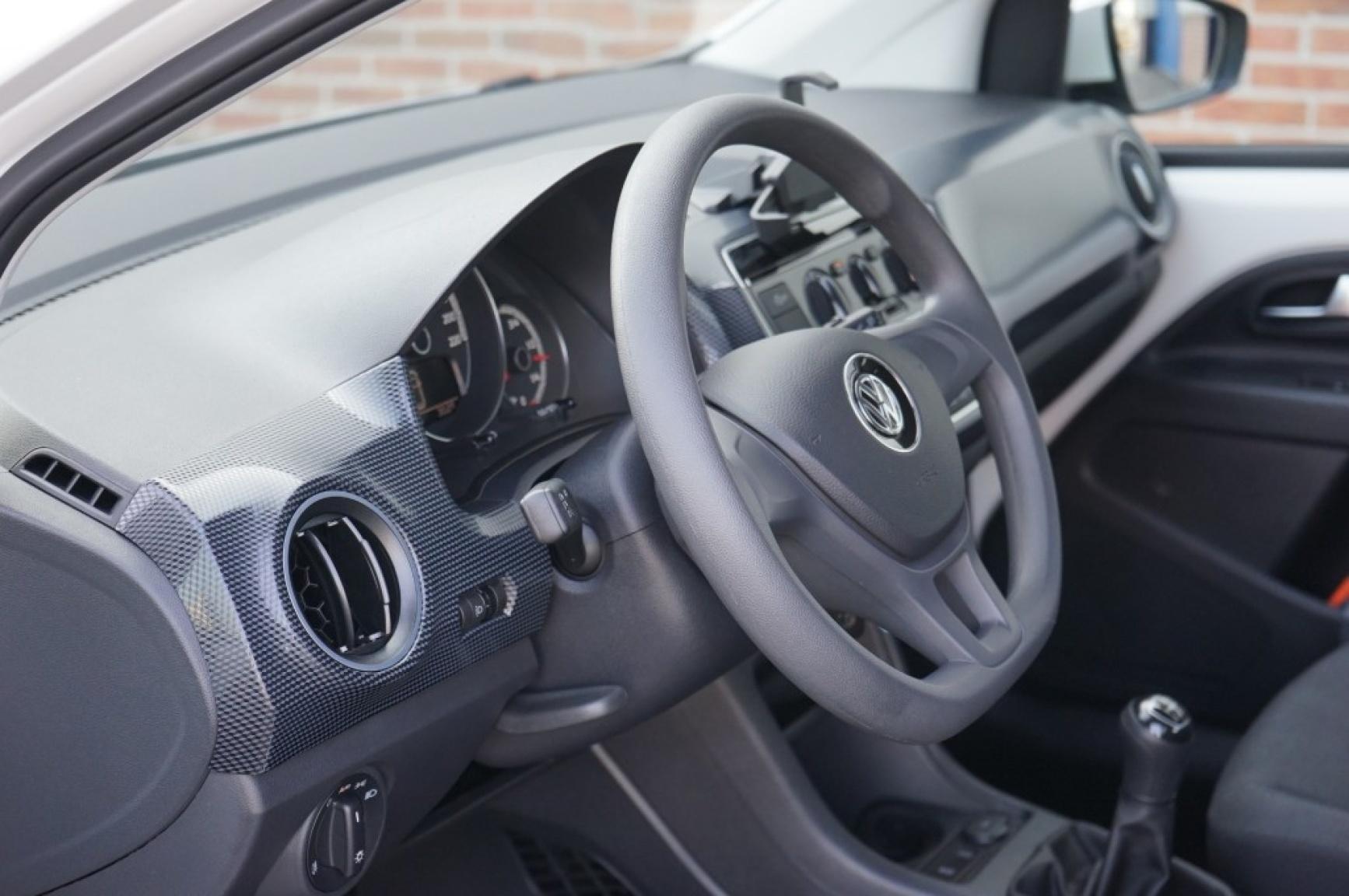 Volkswagen-Up-7