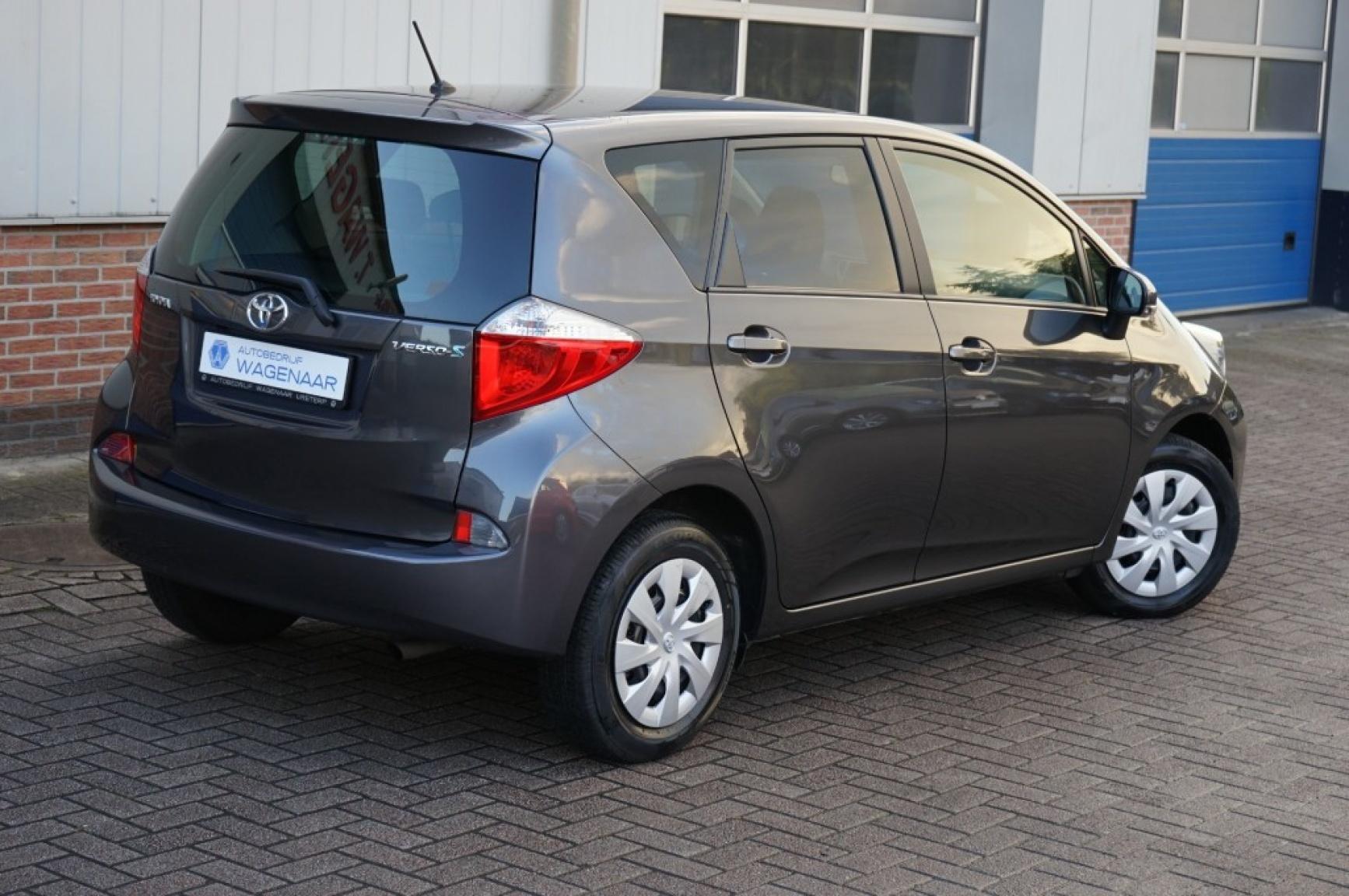 Toyota-Verso-s-48